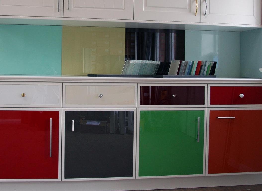 Leicht küchen glasfront  Glas in Küchen - Glaserei Hinrichsen